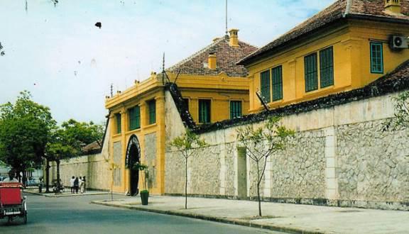 Khu Di Tích Nhà Tù Hỏa Lò - Di Tích Chiến Tranh ở Quận Hoàn Kiếm, Hà Nội |  Foody.vn